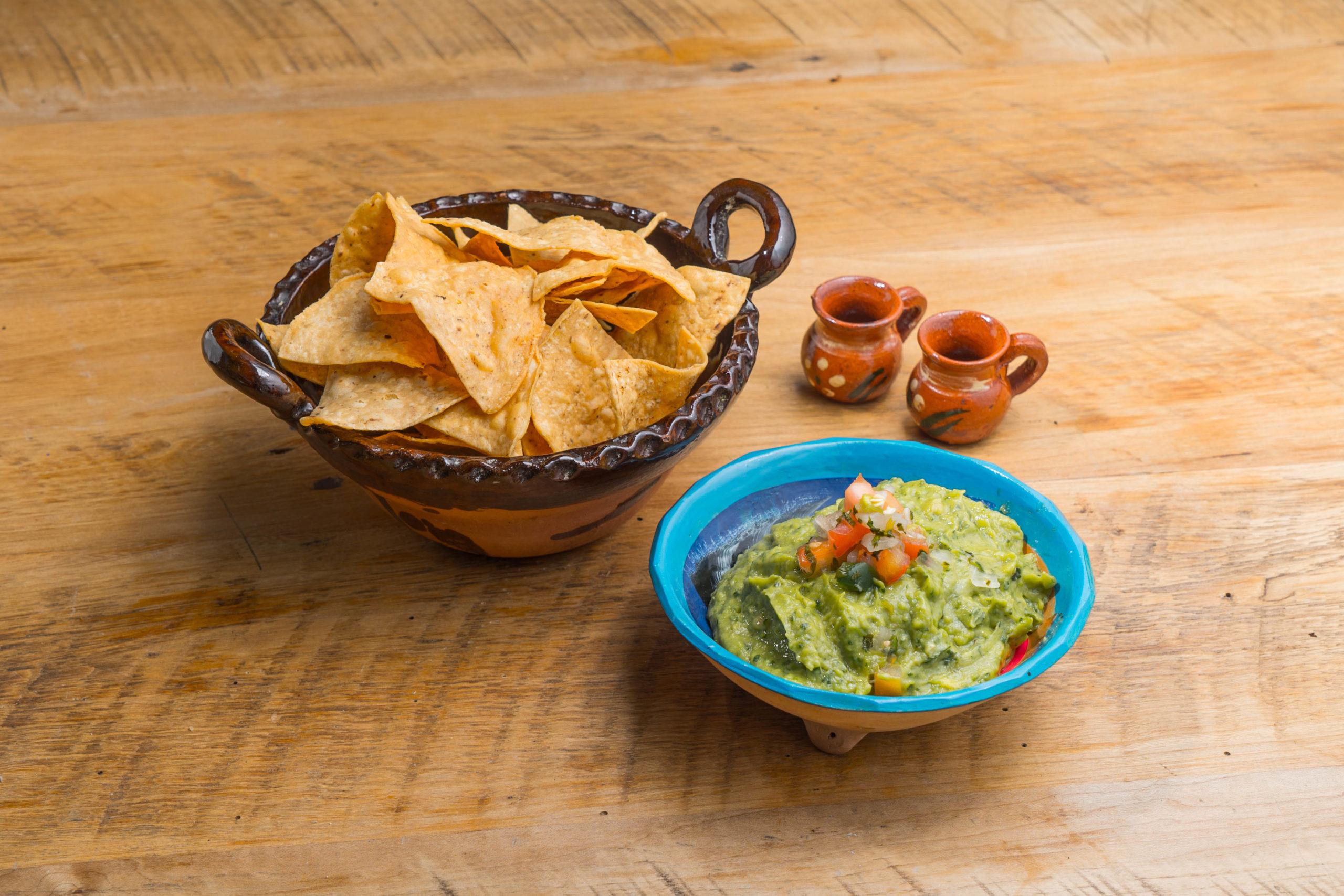 El Toro Rojo food truck Chips and Guac