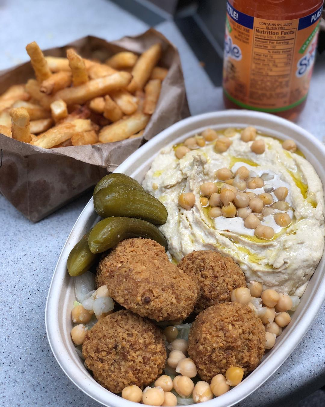 Moshe's Falafel Hummus Plate